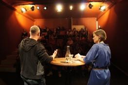 Marisa Gut interviewt einen ihrer Gäste.